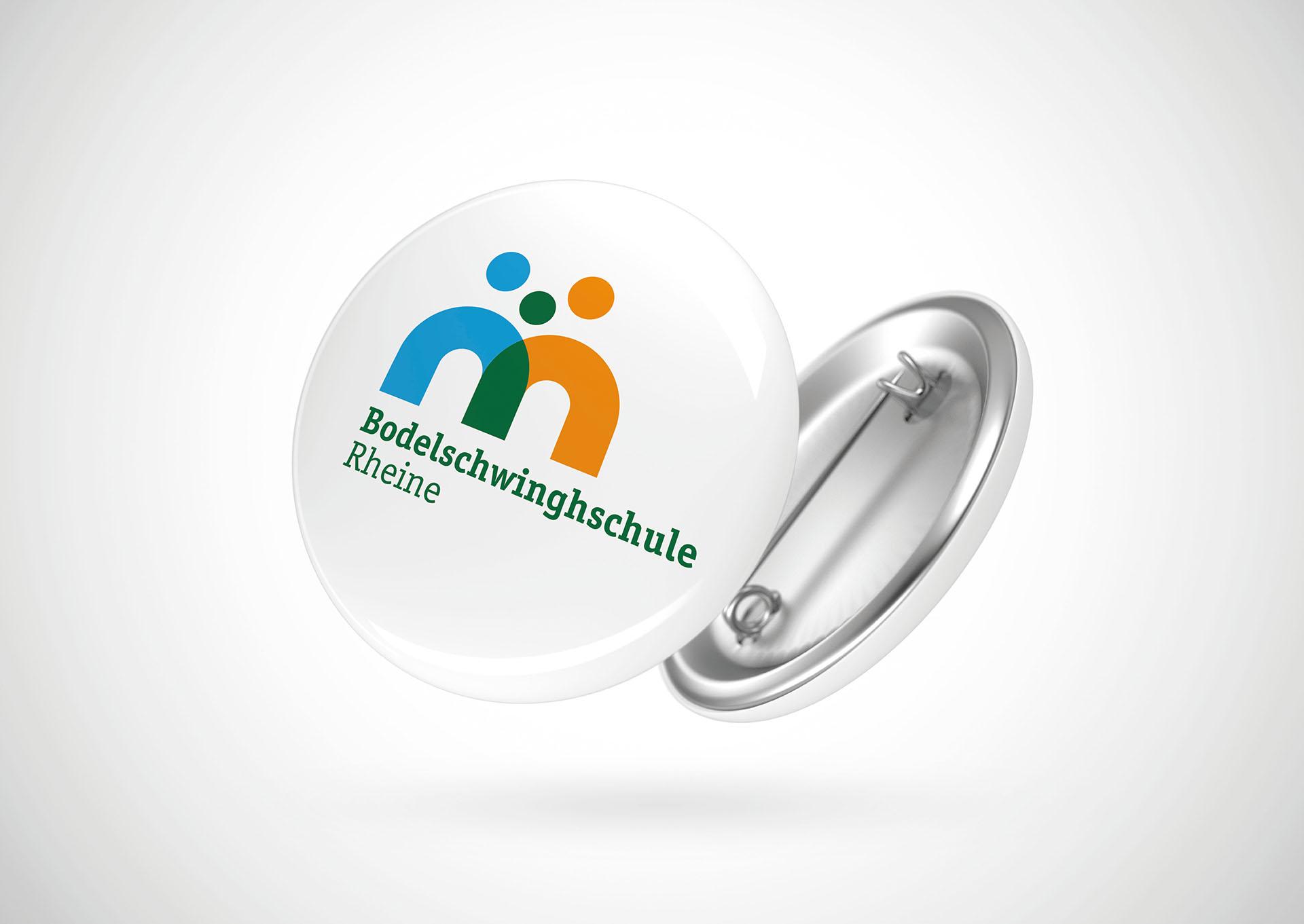 Das neue Logo der Bodelschwinghschule auf einem Button