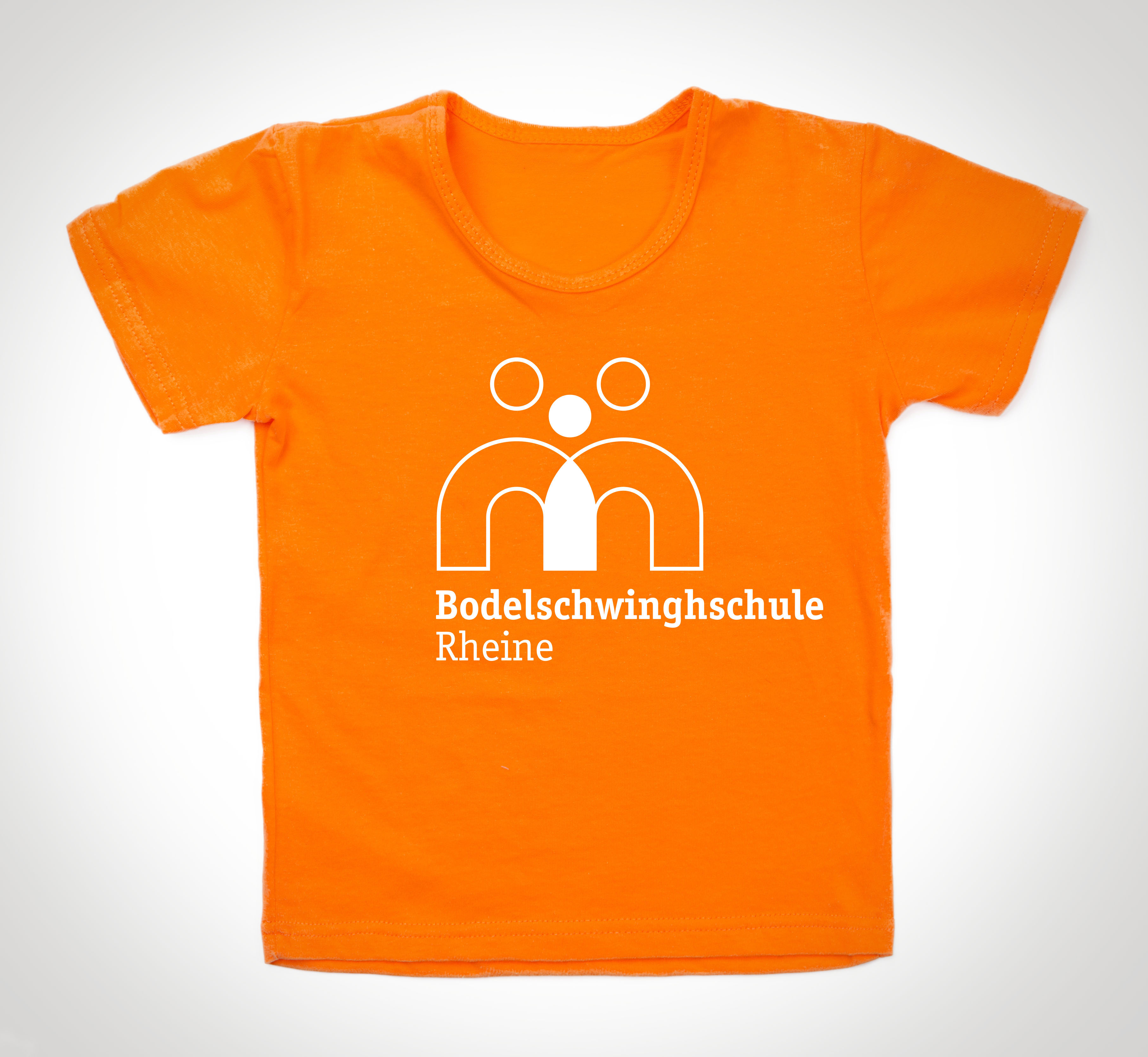 Das neue Logo der Bodelschwinghschule auf einem orangen T-Shirt